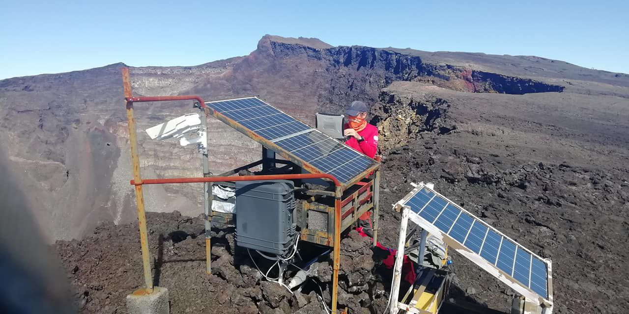 Piton de La Fournaise - 09.04.2020 - Mission 1 OVPF repair and cleaning of stations after the last eruption - Doc. OVPF / Facebook