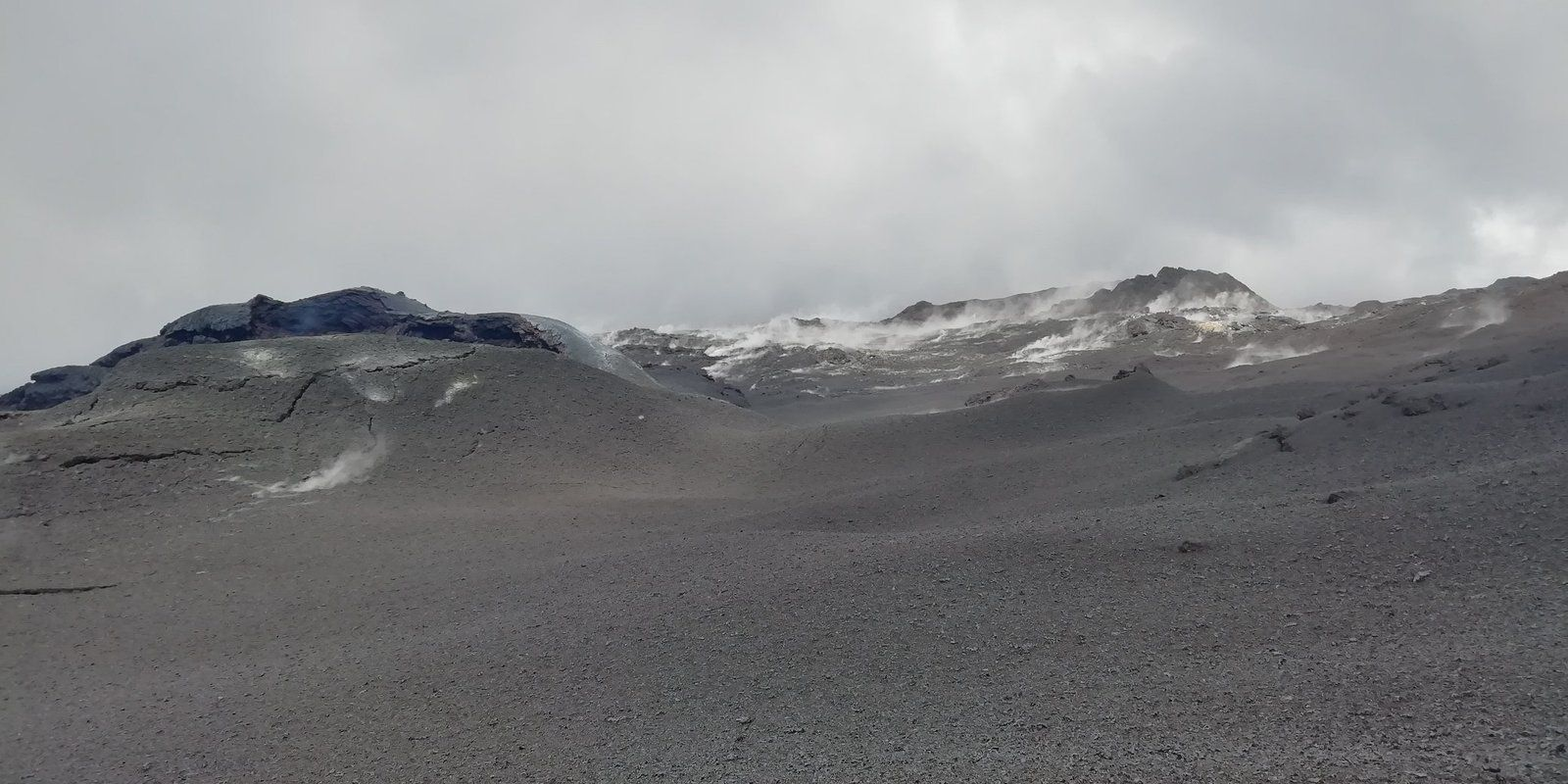 Piton de La Fournaise - 09.04.2020 - Mission 2 OVPF reconnaissance of the site of the eruption of 2-6 April and fault diagnosis on one of our stations. - Photo OVPF / Facebook - one click to enlarge