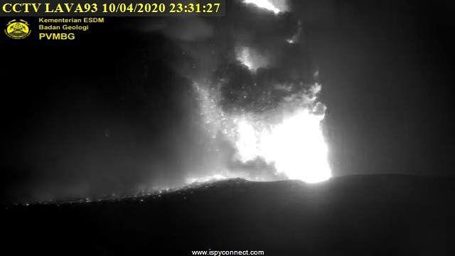 Anak Krakatau - 10.04.2020 / séquence de 23h16 à 23h31 - webcam PVMBG
