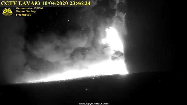 Anak Krakatau - 10.04.2020 / séquence de 23h38 à 23h46 - webcam PVMBG