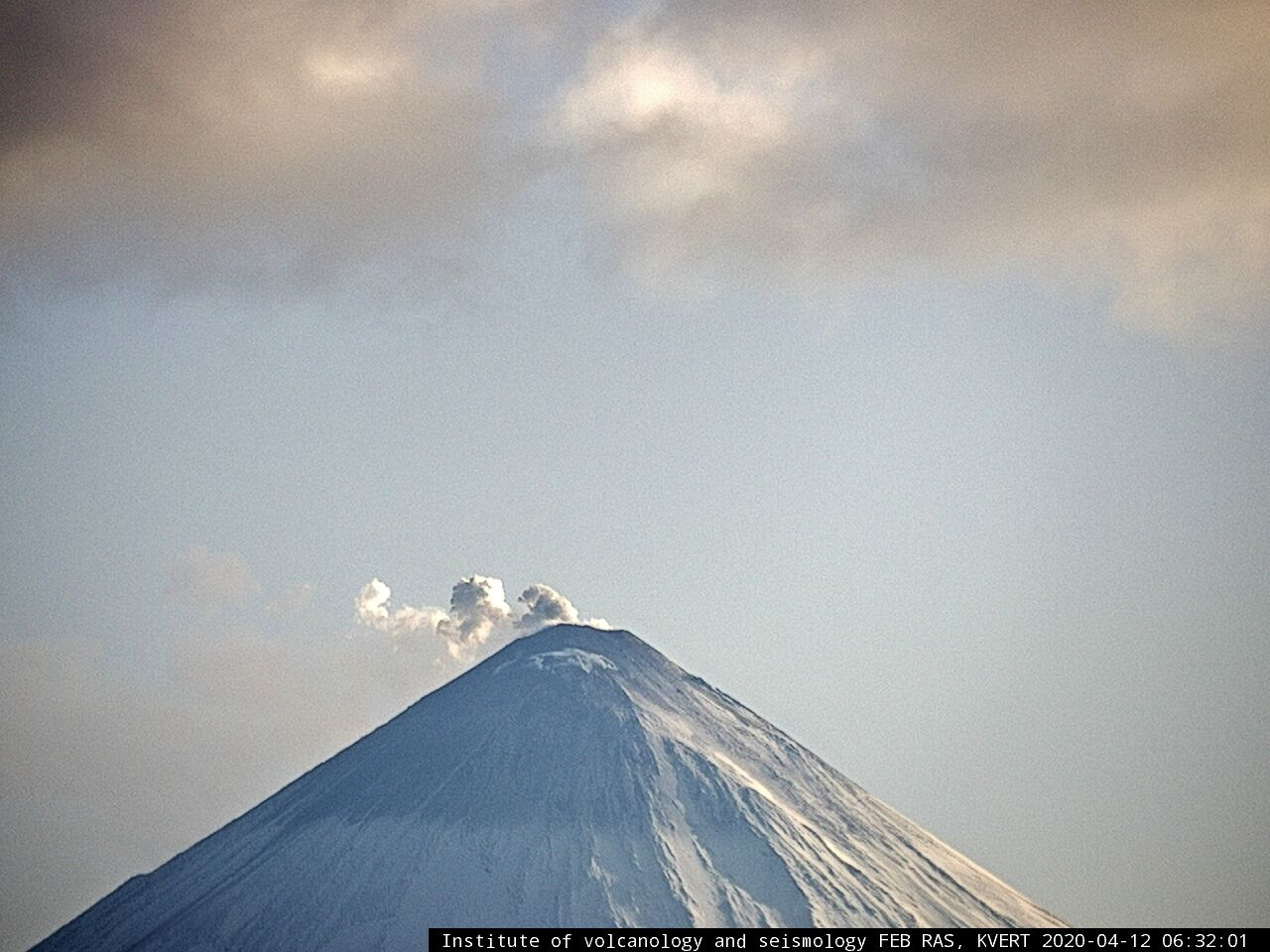 Klyuchevskoy - 12.04.2020 / 6:32 am - Seen from F.Yu. Levinson-Lessing Kamchatkan Volcanological Station / Klyuchi village - photo IVS FEB RAS KVERT