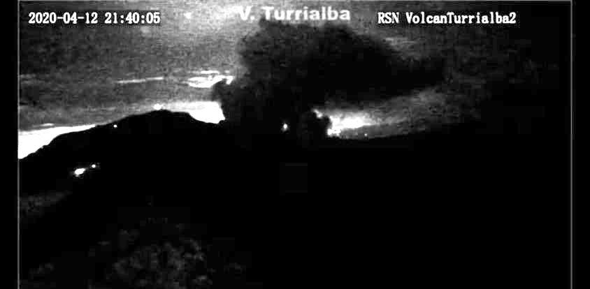 Turrialba - 12.04.2020  / 21h40  - webcam RSN