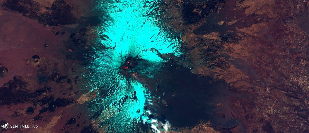 Etna - hot spots at the summit craters - Sentinel-2 L1C image 17.04. 2020 bands 12,11,8A - one click to enlarge