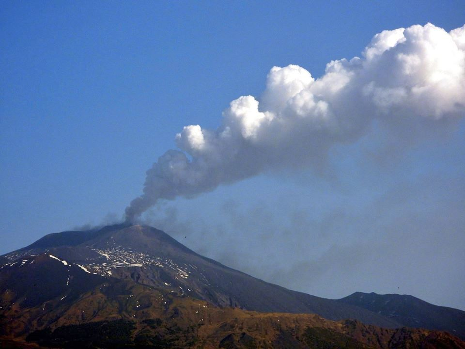 Etna seen from Tremestieri Etneo - 19.04.2020 - photo Boris Behncke