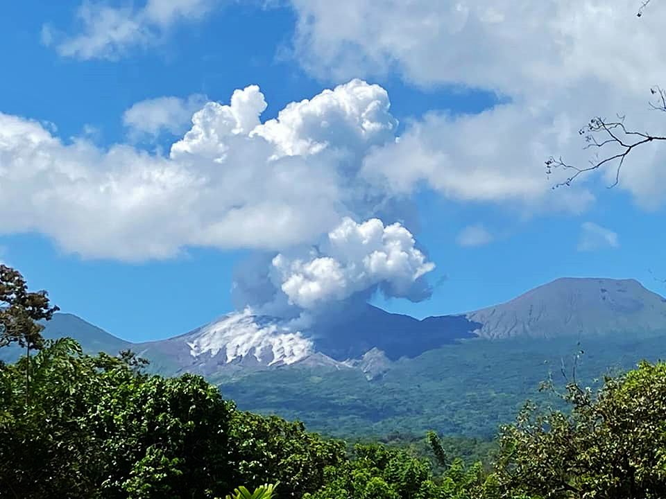 Rincon de La Vieja - eruptive plume and materials expelled on the flanks on 19.04.2020 - photo Área de Conservación Guanacaste / FB