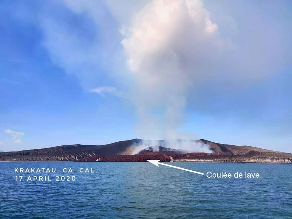 Anak Krakatau - 17.04.2020 - lava flow and pyroclastic cone - photo via Tanguy de Saint-Cyr