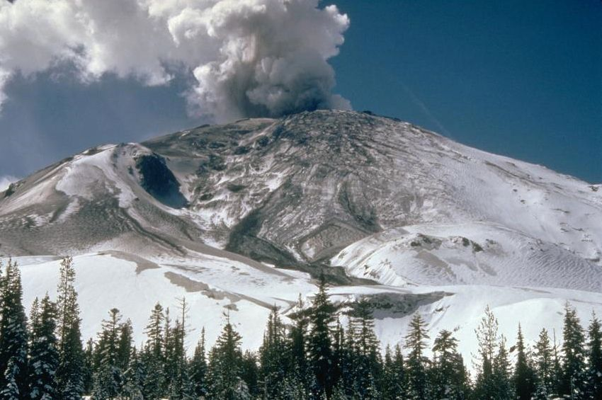 St Helens - small phreatic eruption 10.04.1980 - photo Donald Swanson / USGS