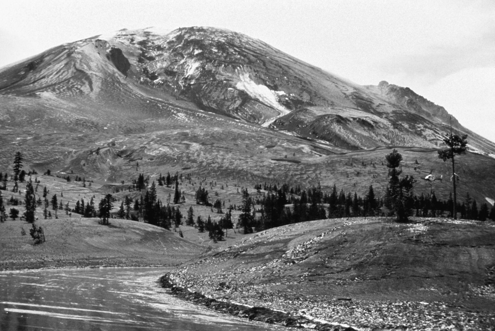 The St. Helens on 04/13/1980 from the Timberline parking area towards the bulge (USGS photo)