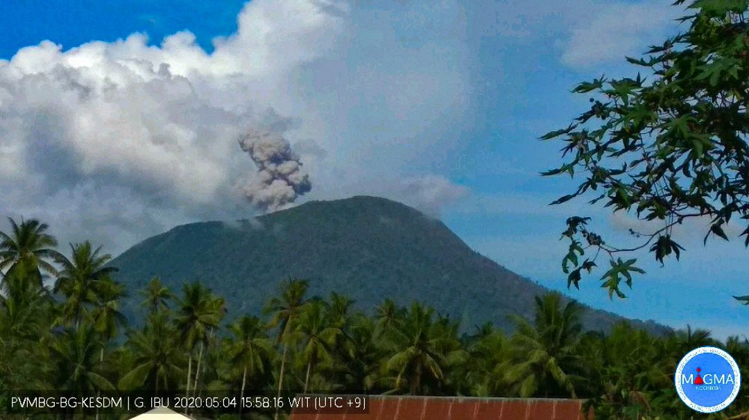 IBU - eruptive plume of 04.05.2020 / 15.58 WIT - Docc.Magma Indonesia