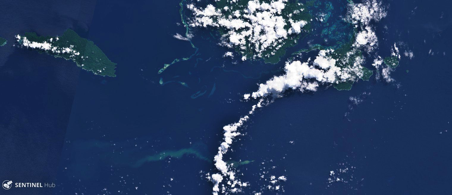 Kavachi - Greenish discolored spot spreading south of Vangunu Island (upper center) - Sentinel-2 L1C image from 04.30.2020 bands 4,3,2 - one click to enlarge