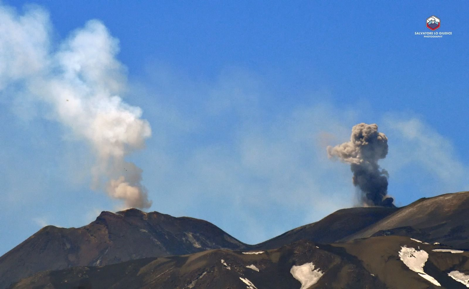Etna NSEC & VOR - white plume and black plume ... what will be the good news? - photo Salvatore lo Giudice