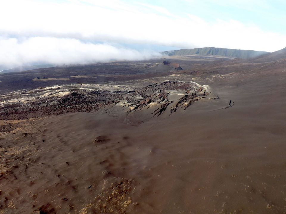 Piton de La Fournaise - 11.05.2020 - zone of the eruption of 2-6.04.2020 - Difficult denomination: a crater or an eruptive crack - photo OVPF / SAG / PGHM