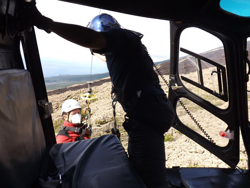 Piton de La Fournaise - 11.05.2020 - Removal of scientists in the area of ​​the April eruption - photo OVPF / SAG / PGHM