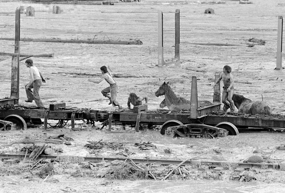 St. Helens - montée des eaux sur la Toutle river le 19.05.1980  - photo G.Stewart /  AP