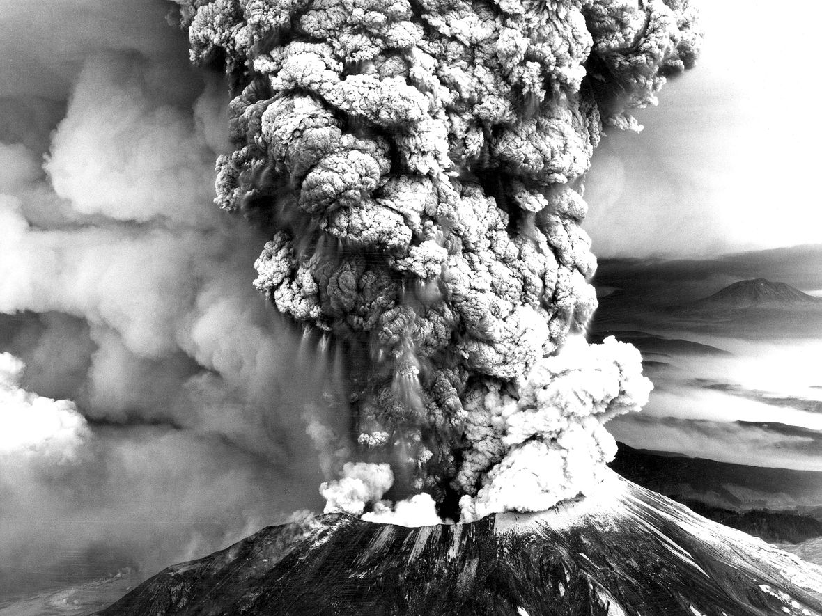 St. Helens - eruptive plume of 18.05.1980 - USGS photo