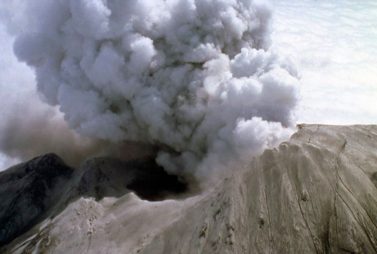 St Helens - 13.05.1980 - explosion of steam and ash (phreatic) at the summit crater - Doc. USGS