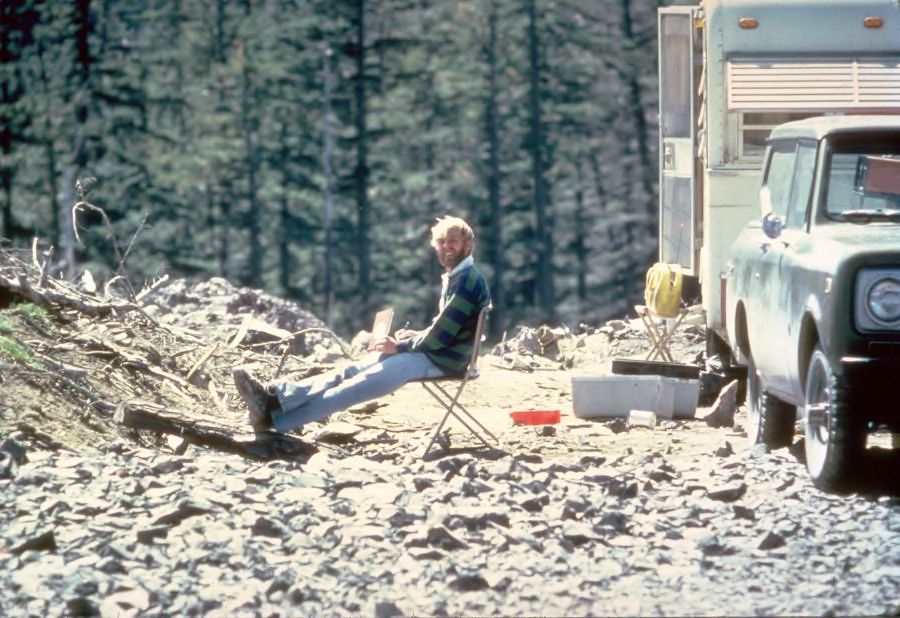 St Helens - David Johnston at the Cold Water II observation post May 17, 1980 - one day before the eruption and its death - photo Harry Glycken / USGS