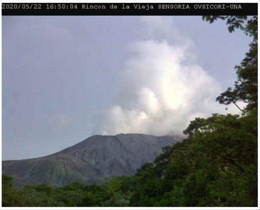 Rincon de La Vieja - steam emission on 05.22.202 / 4:50 p.m. - Doc. Ovsicori