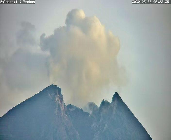 Merapi - exhalation (gas blast) on 26.05.2020 / 06:22 - Doc. Volcano YT