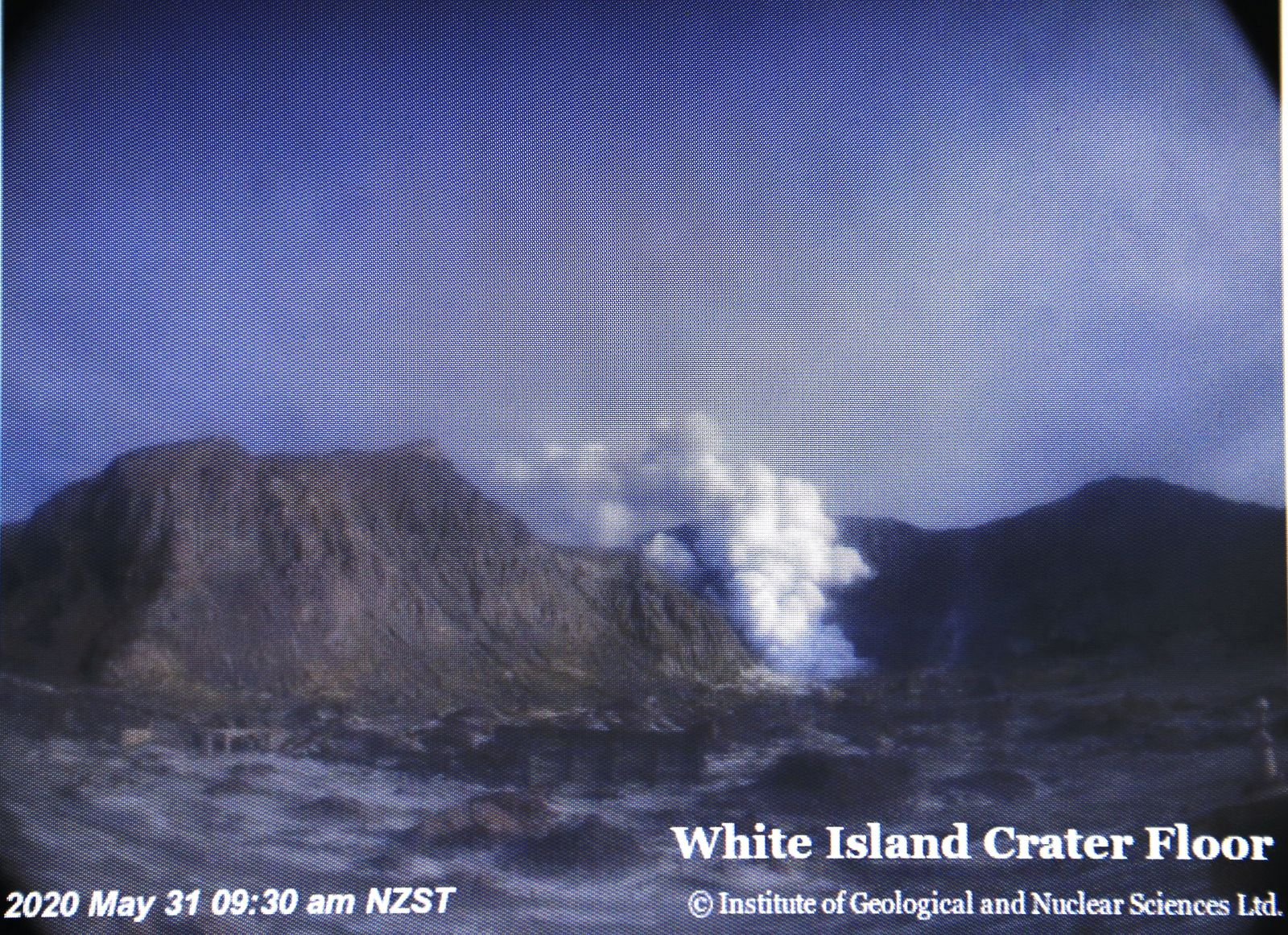 White Island - 31.05.2020 /09h30 NZST - webcam crater floor Geonet screenshot