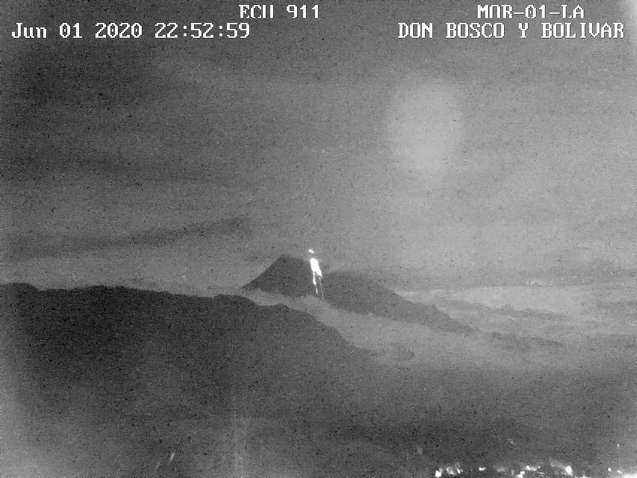 Sangay - Lava flow on the SE flank on 01.06.2020 / 22h52, with a covered summit - IGEPN ECU-911 webcam
