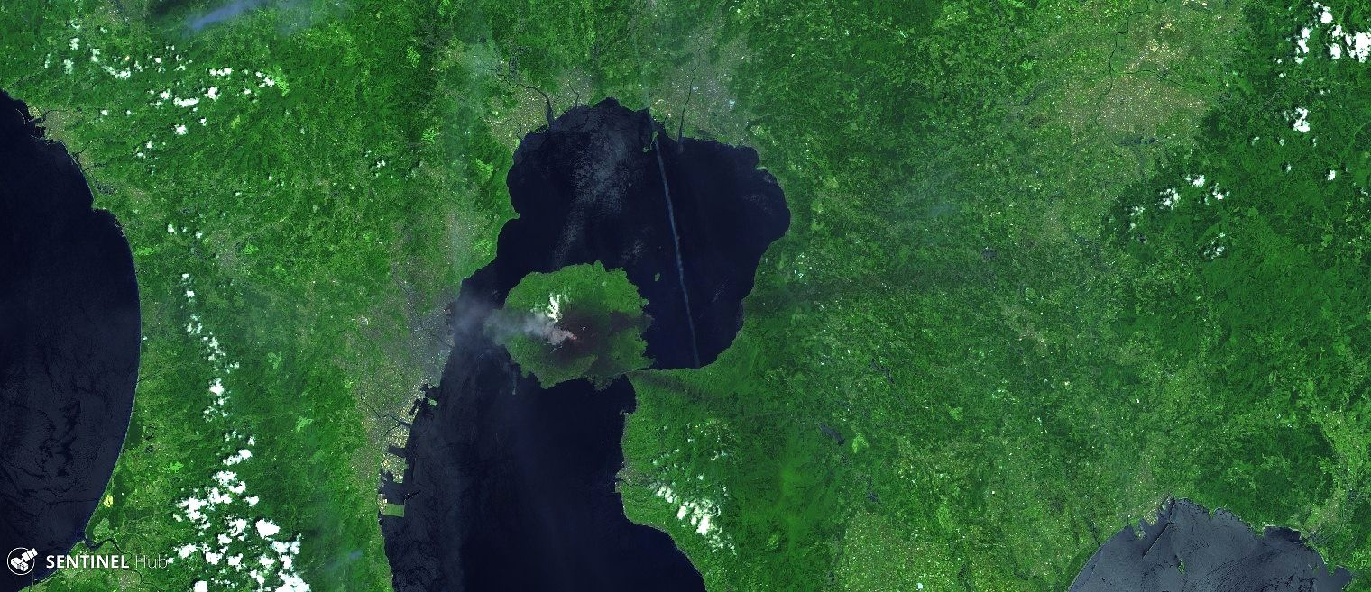 Kagoshima Bay with Sakurajima on 06/05/2020 - Image Sentinel-2 bands 12,11,4 - one click to enlarge