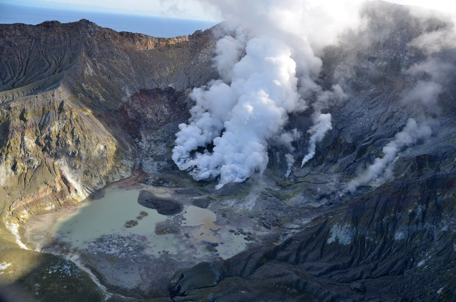 Whakaari / White Island - steam emissions - photo GeoNet 09.06.2020
