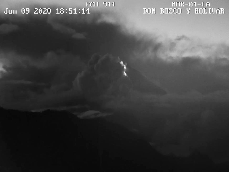 Sangay - effusion and lava flow 09.06.2020 / 18h51 - IGEPN cam. ECU 911