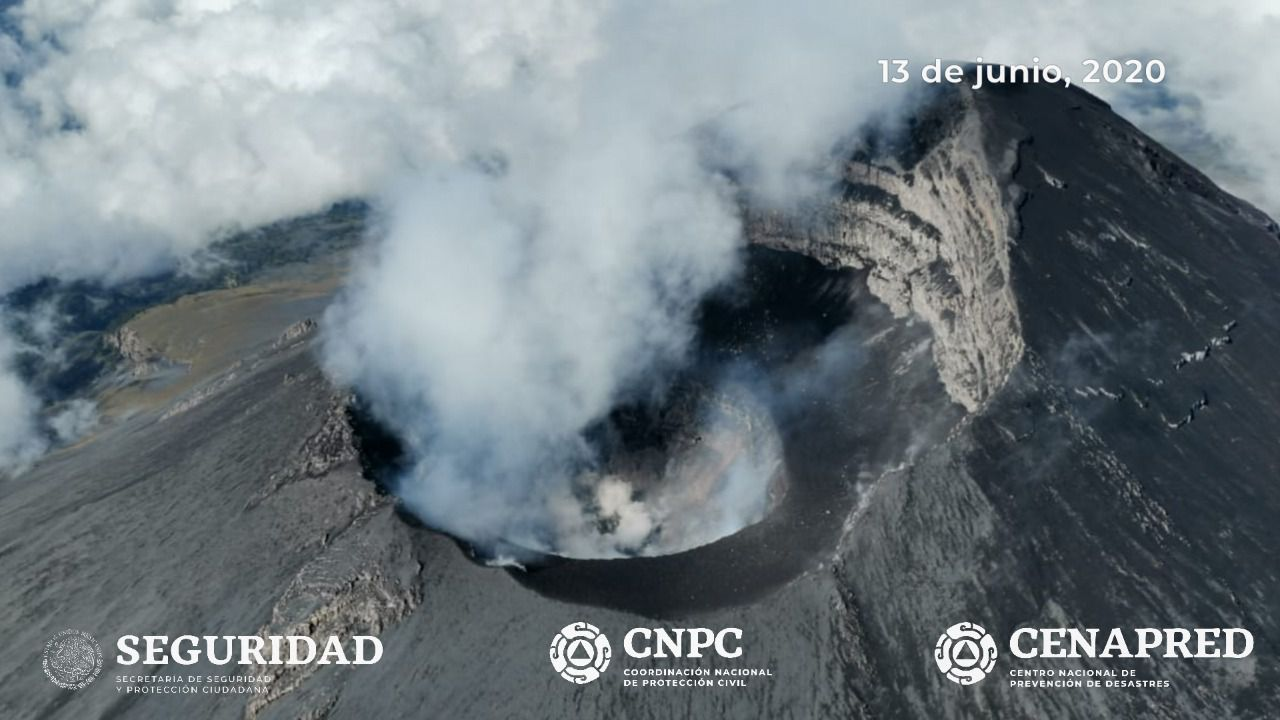 Popocatépetl - the summit and the crater during the overflight on 13.06.2020 - doc. Cenapred / CNPC / Seguridad