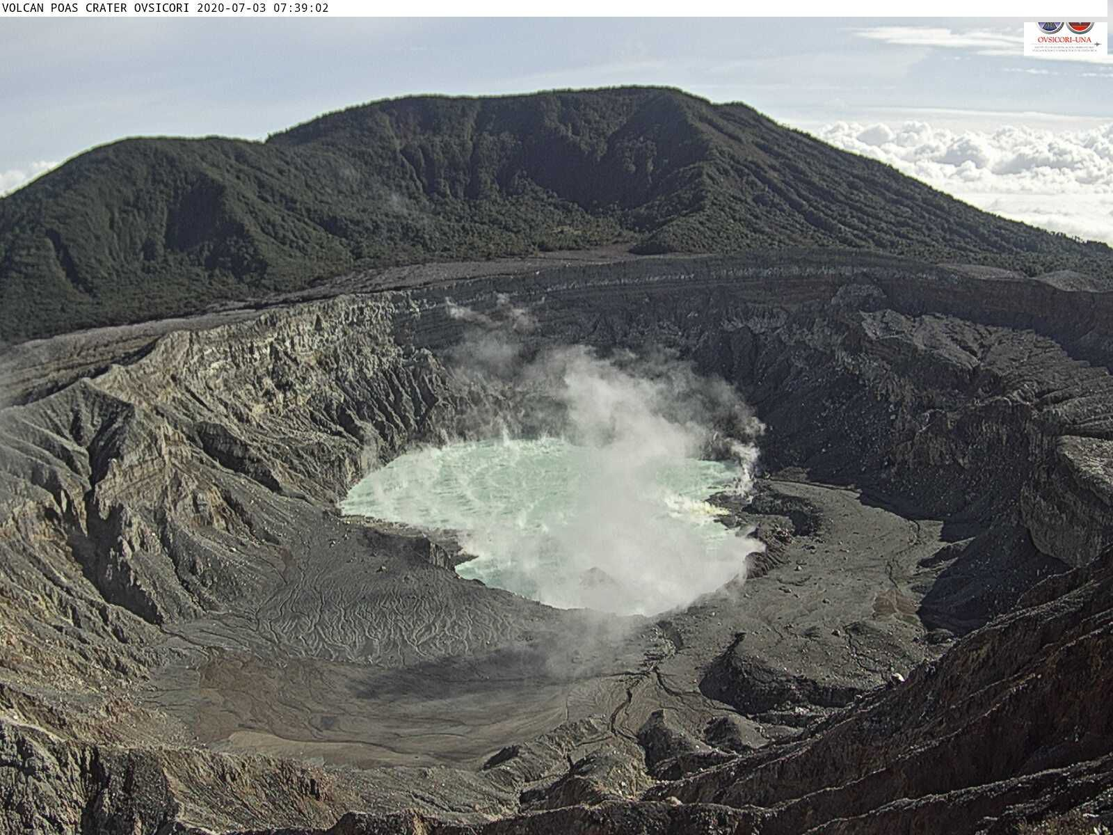 Poas - 03.07.2020 / 07:39 - the acid lake is agitated and topped with fumaroles - Ovsicori webcam