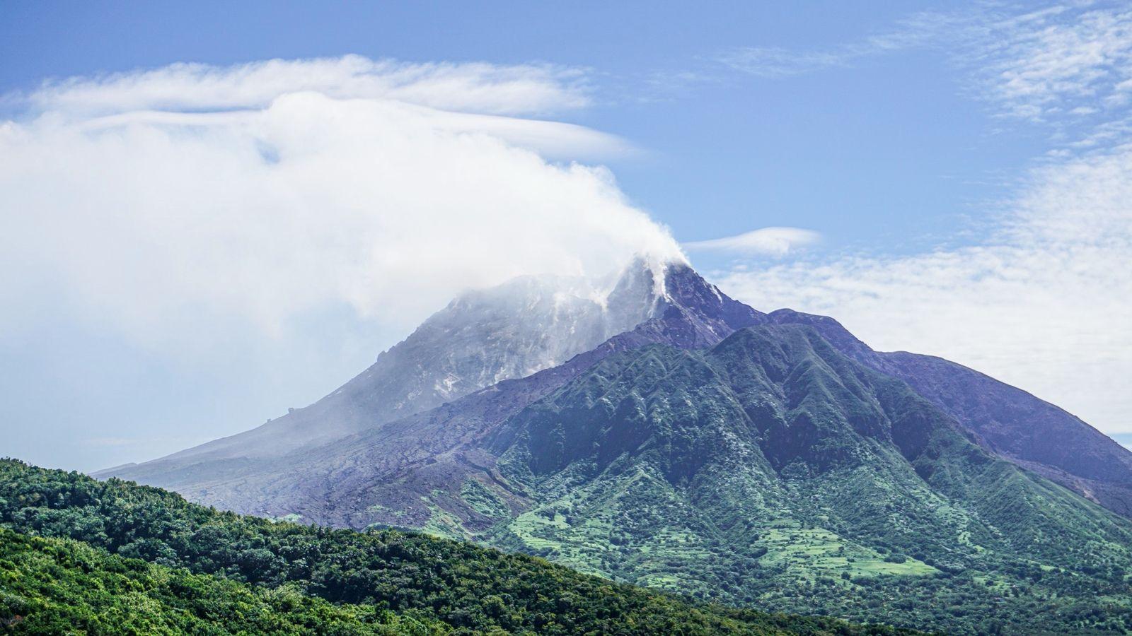 Montserrat - Soufrière hills partiellement dégagé en janvier 2020 - photo MVO