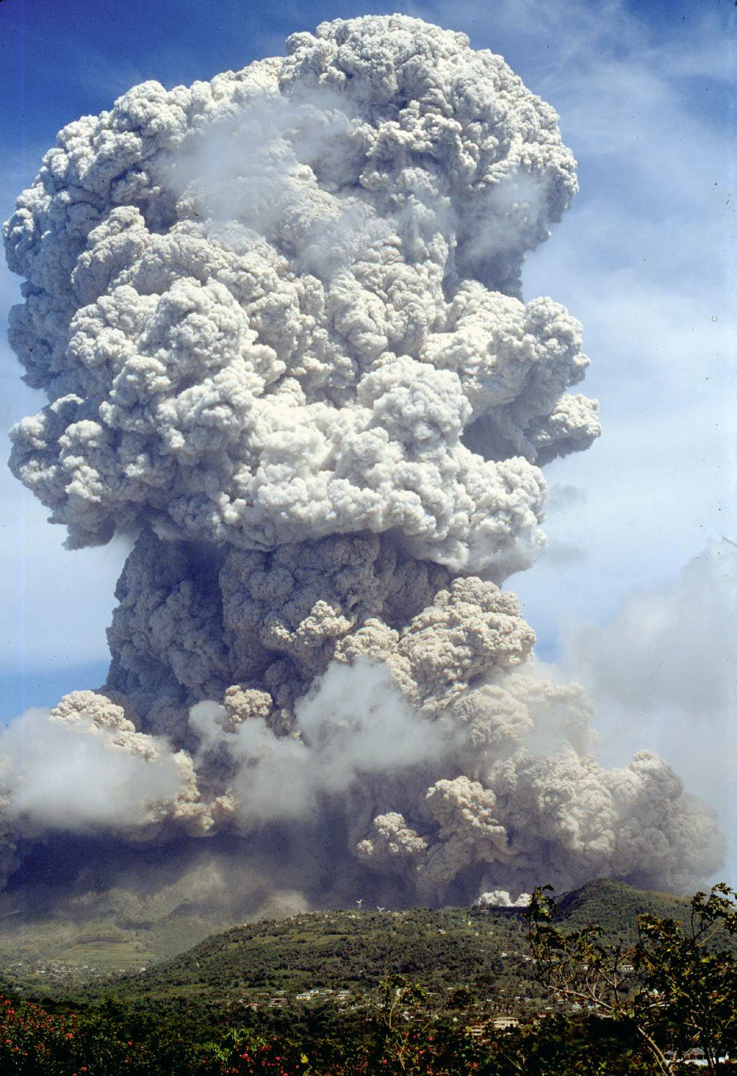 SoufriereHills Volcano - photo 1995  NSF / B.Voight