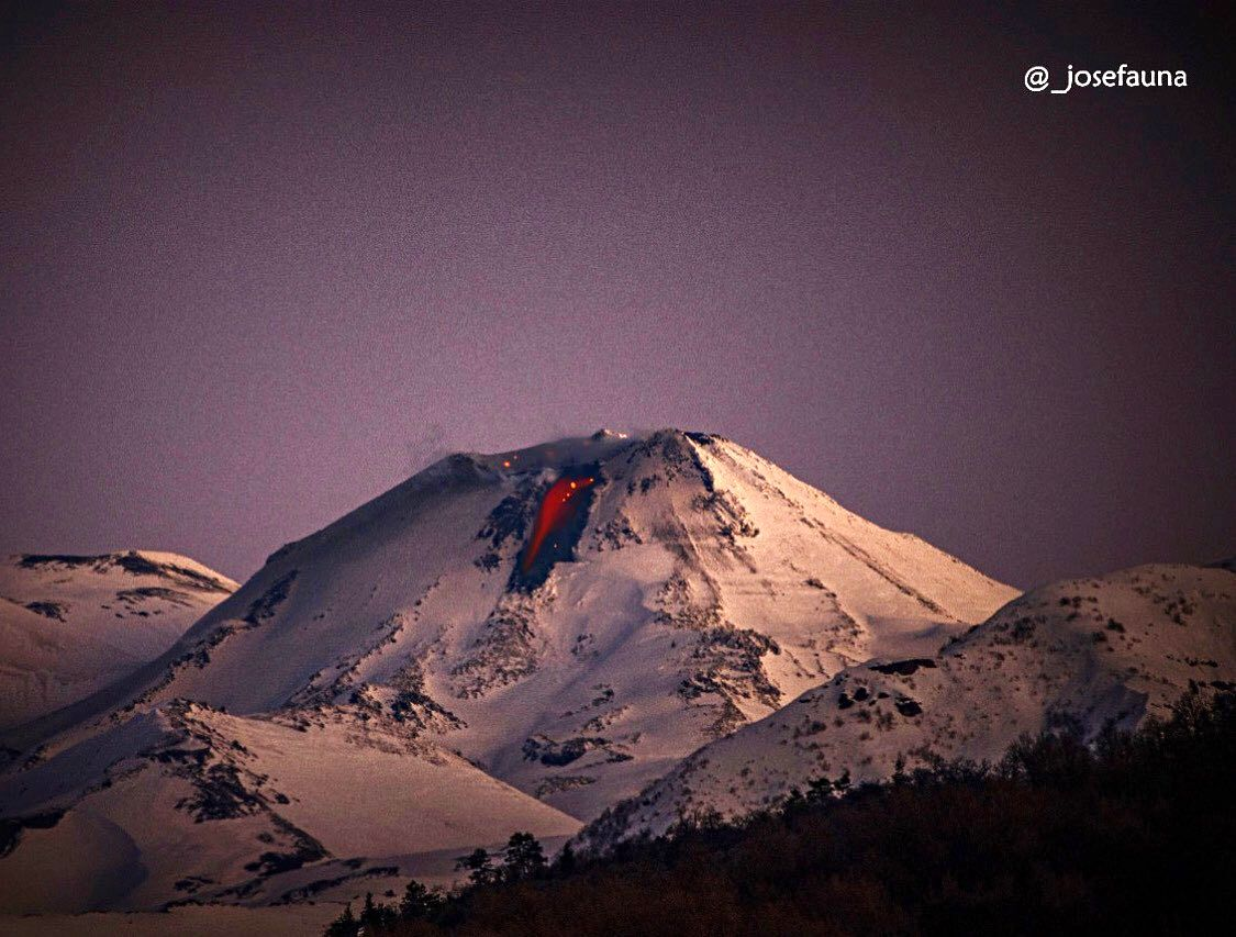 Nevados de Chillan – 13.07.2020 en fin de soirée – incandescence de la coulée de lave – photo Josefauna / Volcanologia in Chile