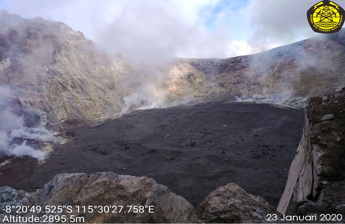 Agung - the crater and its cake on 23.01.2020 - photo PVMBG