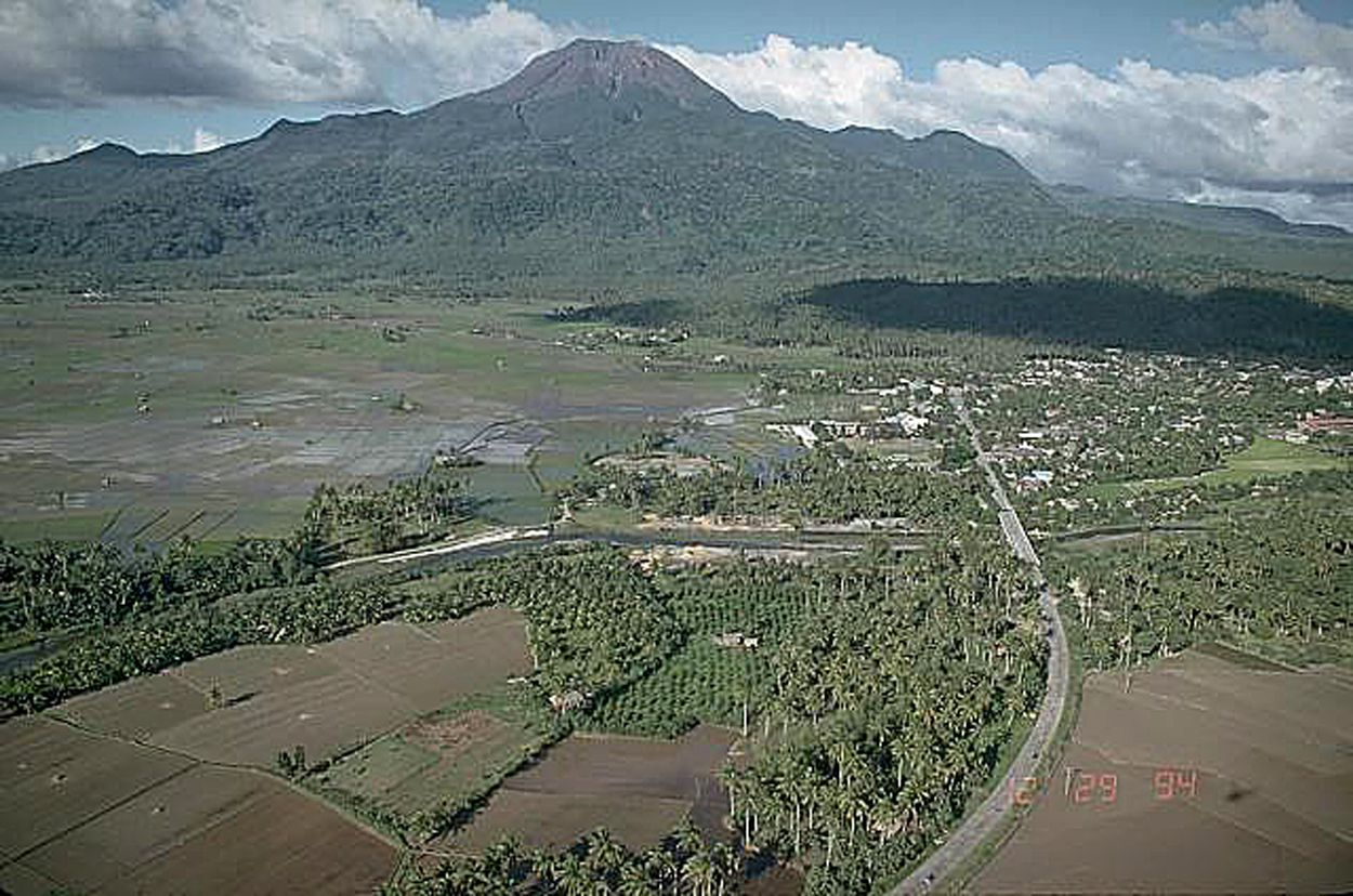 Bulusan - photo C. Newhall / USGS archives