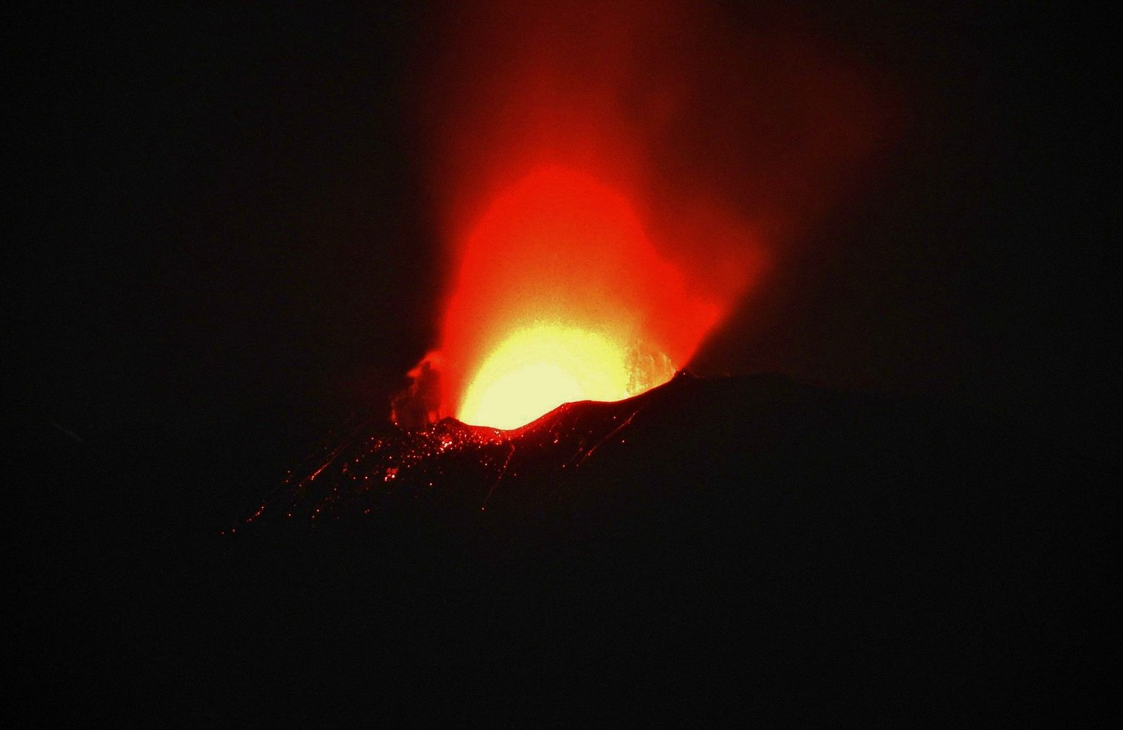 "Etna ""saddle cone"" SEC - Strombolian activity July 21 / 02:52 - photo Boris Behncke"