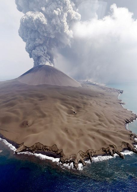 Nishinoshima - the island covered with a thick layer of ash - photo Asahi via HayakawaYukio 07/30/2020