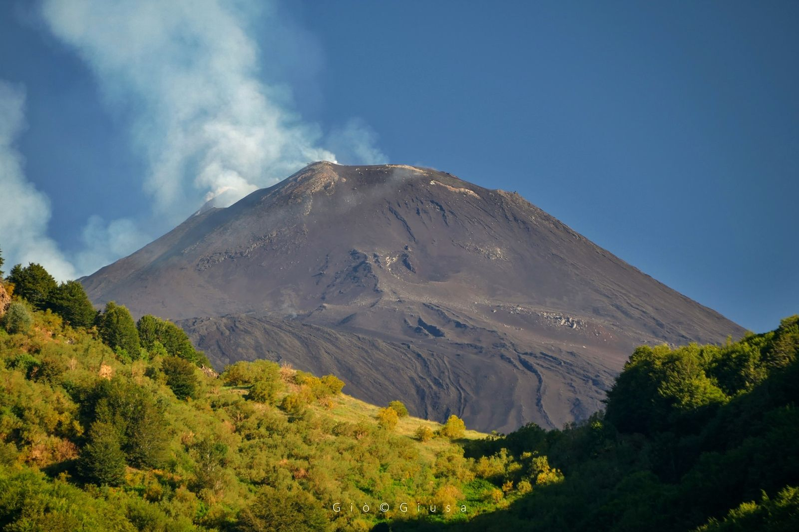 "Etna NSEC - The New Southeast Crater with its degassing ""Saddle Mouth"" - photo Gio Giusa /22.07.2020"