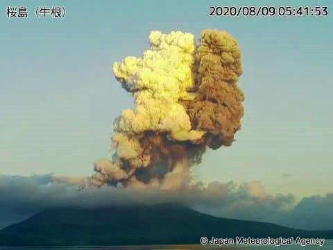 Sakurajima - 08/09/2020 / 5:41 am - double plume - JMa webcam