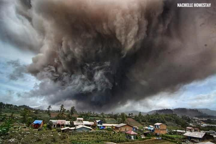 Sinabung - the ash plume hides the volcano - photo Nachelle Homestay 10.08.2020