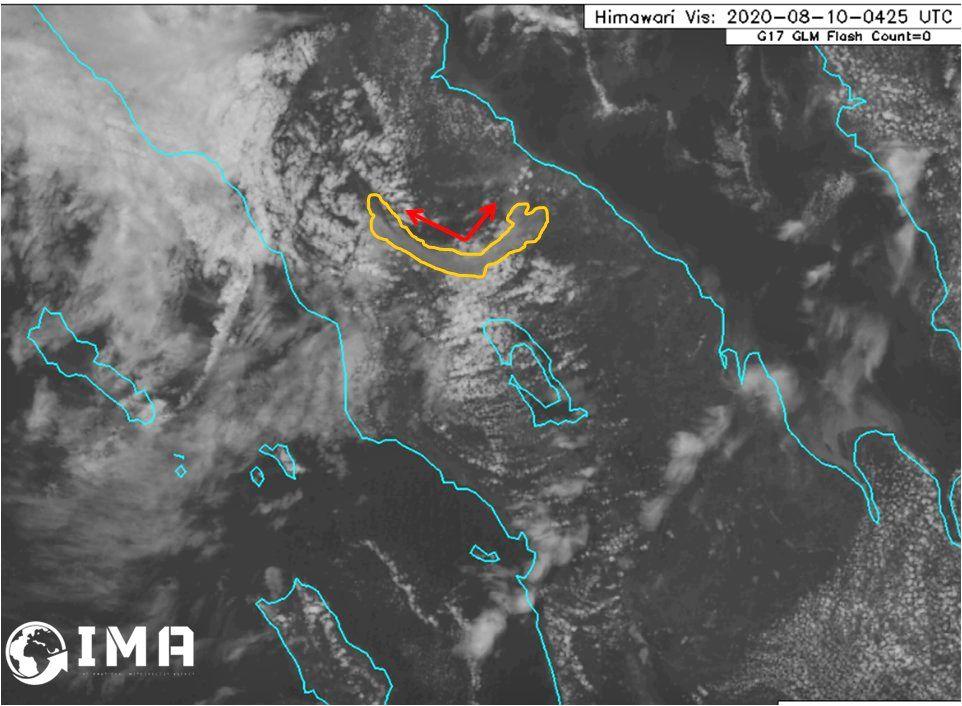 Sinabung - le panache éruptif au début de l'éruption le 10.08.2020 / 3h35 UTC et vers 4h25 UTC - Doc. IMA ( International Meteorology agency)
