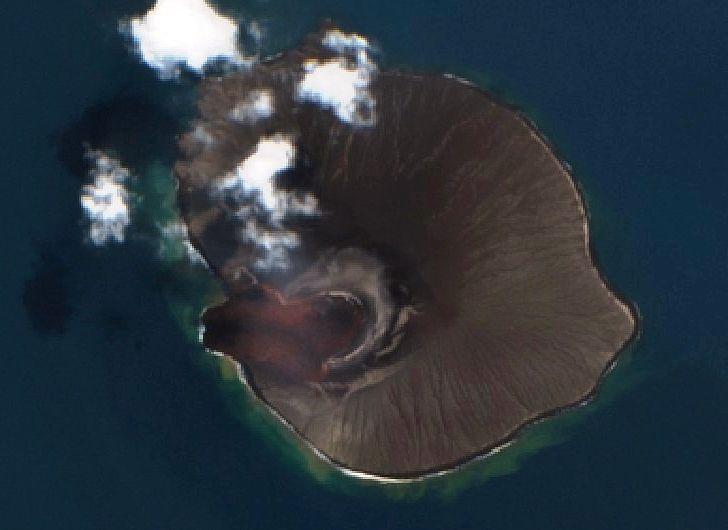 Anak Krakatau - plus de traces du lac, et contours de la coulée de lave , respectivement les 03 et 10.08.2020 - images Sentinel-2  L2A bands 4,3,2 - un clic pour agrandir