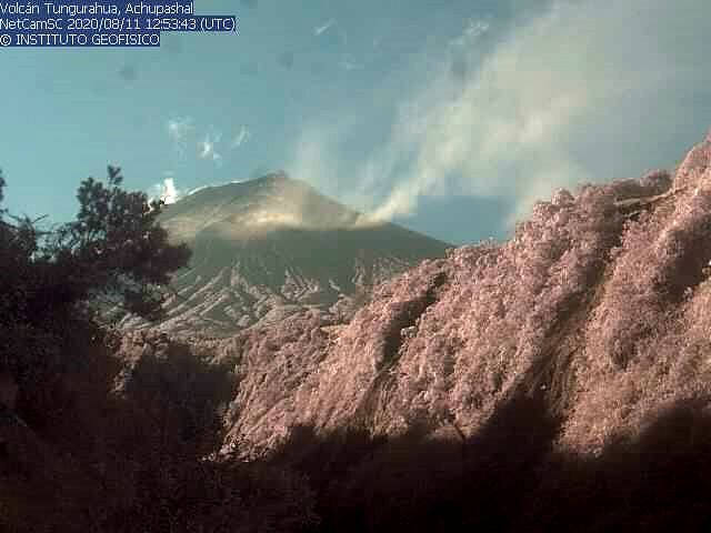 Tungurahua - remise en suspension des cendres ce 11.08.2020 / 12h53 UTC  - webcam  IGEPN
