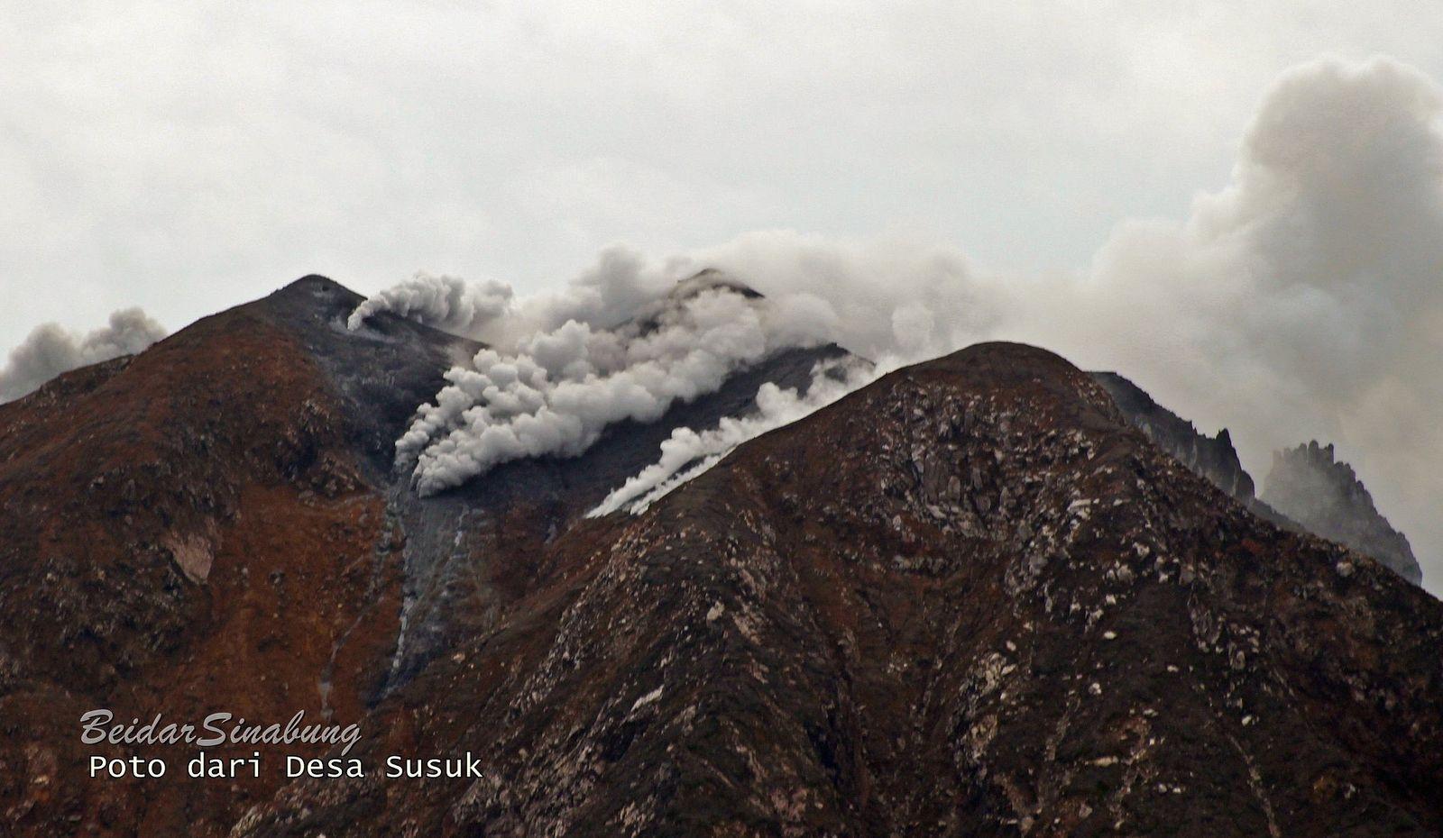 Sinabung - de nombreux évents actifs présentent des fumerolles - photo 11.08.2020 / Firdaus Surbakti / Komunitas Beidar Sinabung