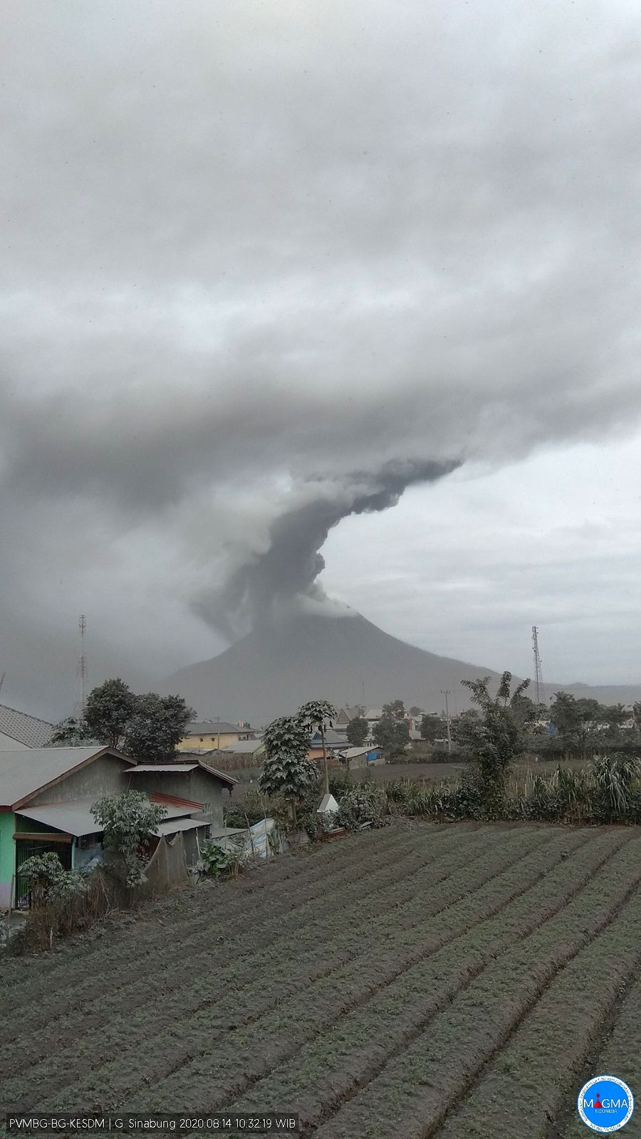 Sinabung - eruptive episode of 08/14/2020 / 10:32 a.m. WIB - photo Magma Indonesia
