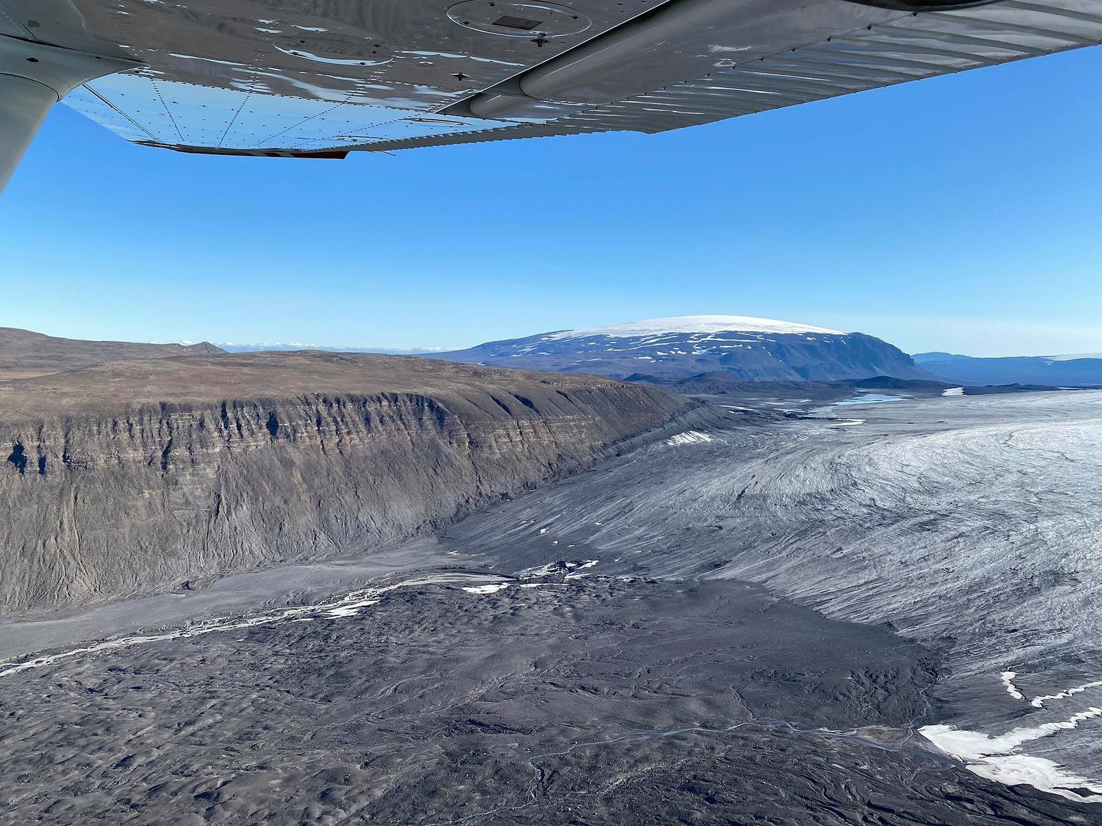Langjökull - The new lagoon sits at the edge of the glacier in the gorge southeast of Hafursfell. - Photo Arnar Bergþórsson / 20.08.2020 - via Skessuhorn
