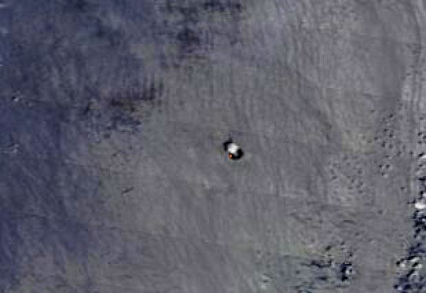 Nishinoshima - only a small degassing marks the volcano - snapshot 20.08.2020 Nasa Eosdis Worldview - one click to enlarge