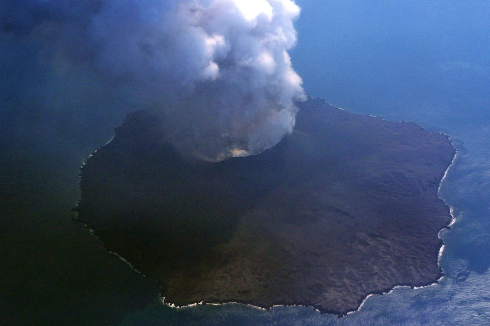 Nishinoshima - consequent widening of the pyroclastic cone crater - photo Japan Coast Guards 08.19.2020 / 1:25 p.m.-2:15 p.m.