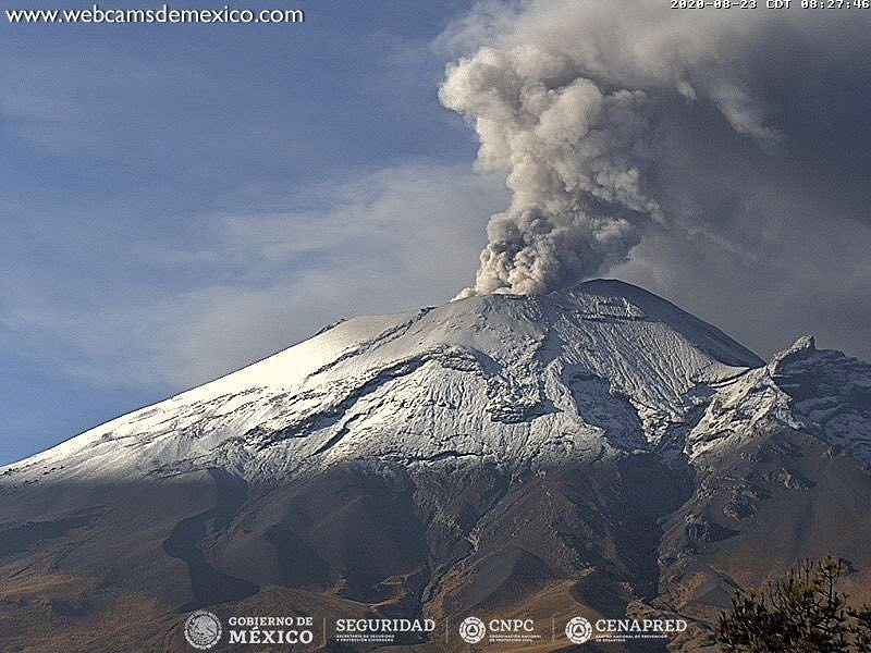 Popocatépetl - ash emissions on 08/23/2020 at 8:01 am and 8:27 am - Doc. webcamsdeMexico