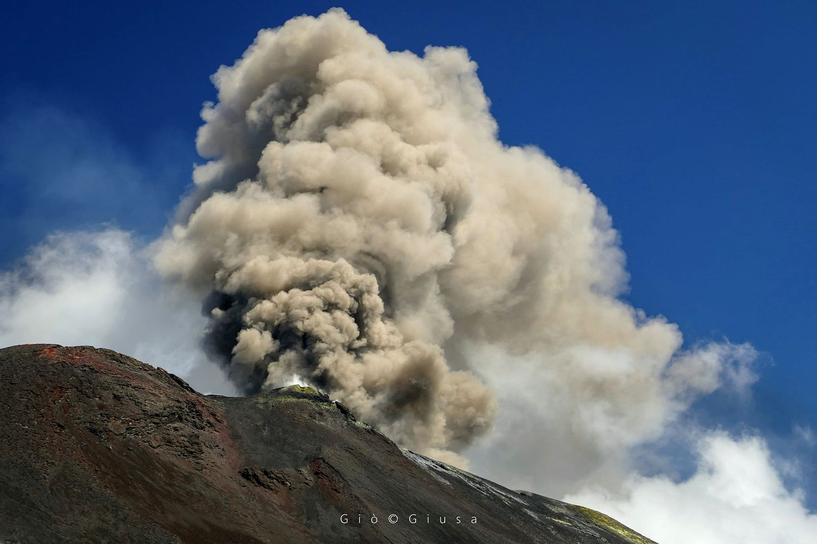 Etna - ash plume from the new south-eastern crater on 08/29/2020 - photo Gio Giusa